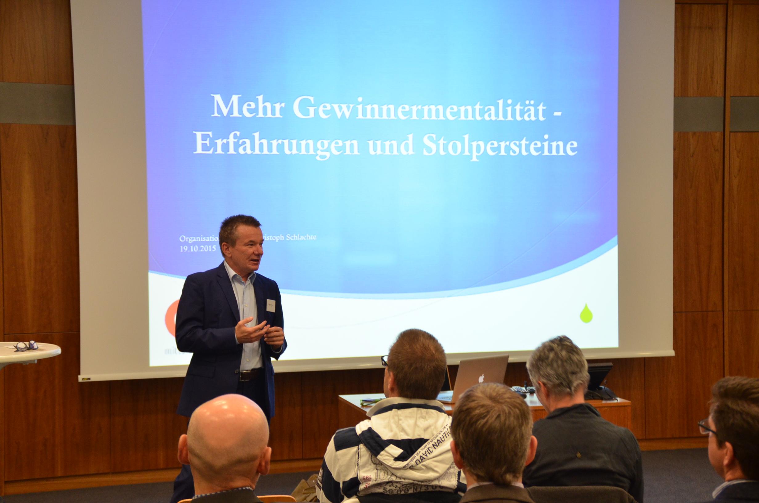 Christoph Schlachte -Organisationsberater und Business Coach im Großraum Nürnberg, Fürth, Erlangen oder Bayern, Deutschland - bei einem Vortag beim BVMW im Oktober 2015